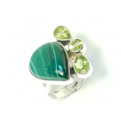 Ring Malachite and Peridot